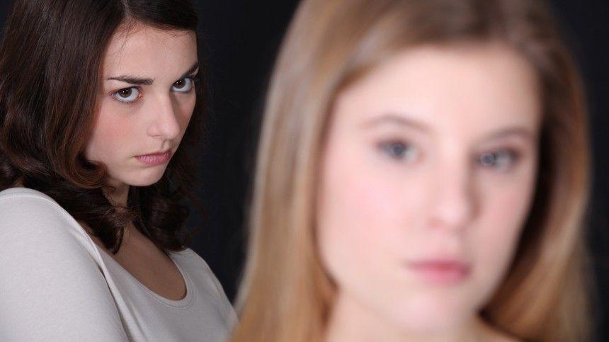 Специалист попсихосоматике Анастасия Коткова рассказала вбеседе с5-tv.ru, как негативные эмоции, вызванные чужим успехом, разрушают человеческий организм изнутри.