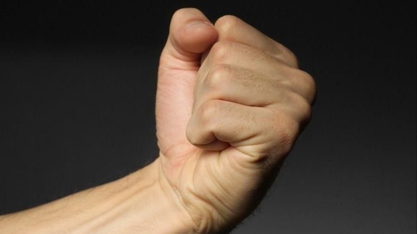 Мужчина сообщил, что нетолько получил удар кулаком влицо, ноибыл ограблен.