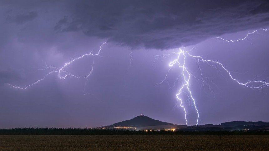 Холодные воздушные массы, идущие ссевера, приведут ксильнейшим дождям сгрозами.