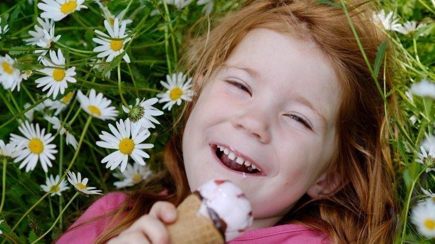 Стоматолог Екатерина Оришина объяснила, чем чревата покупка «неправильного» лакомства для подростка.