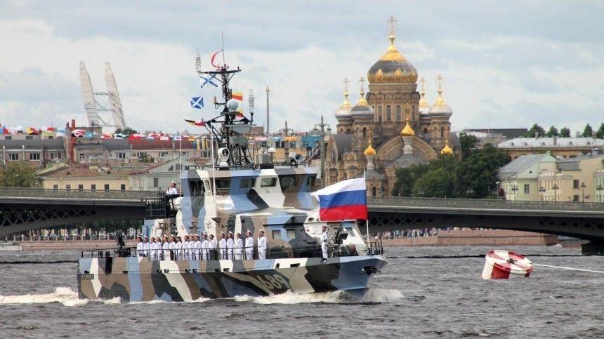 25июля прошел Главный военно-морской парад, который высоко оценили жители Китая, Японии иВеликобритании.