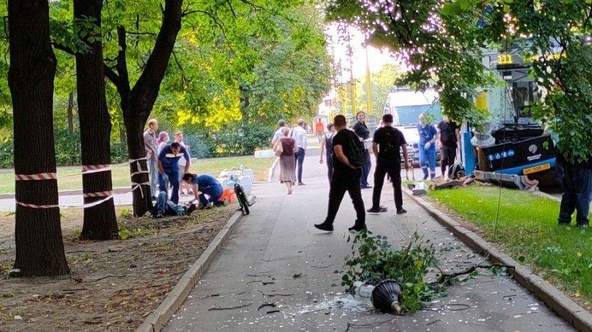 Авария произошла перед главным зданием Московского государственного университета.