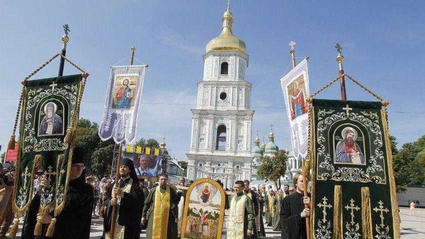 Вукраинскую столицу приехали больше 300 тысяч человек. Изразных уголков страны привезли четыре чудотворные иконы.
