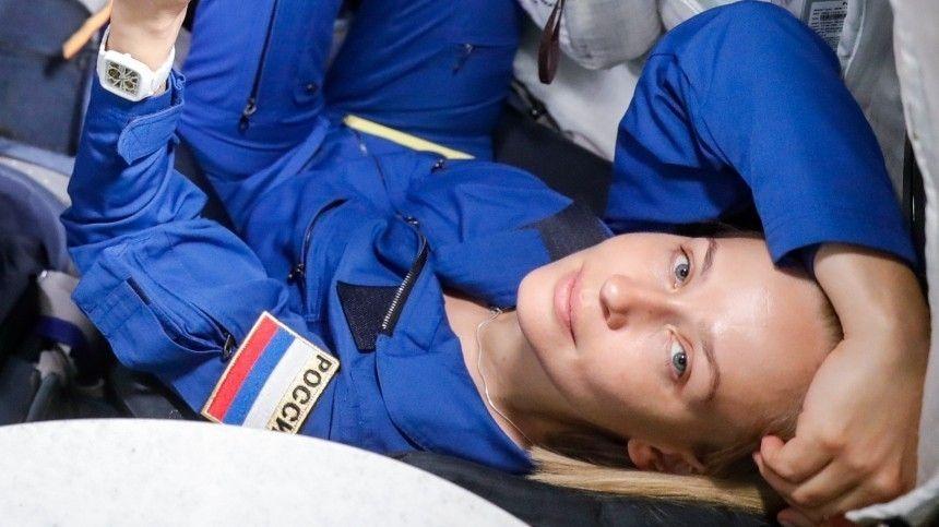 Актриса опубликовала кадры стренировок кполету воткрытый космос.