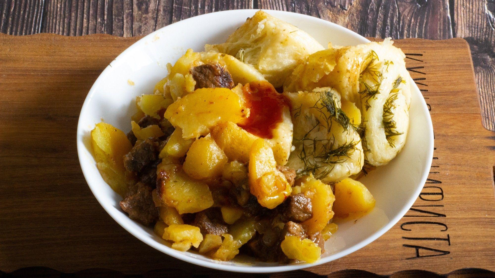 Кулинарный блогер Максим Гринкевич делится рецептом сытного блюда изнемецкой кухни.