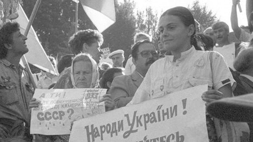 Эксперт Сергей Михеев полагает, что страна выходила изСССР взамечательных условиях, носейчас все «разбазарено».
