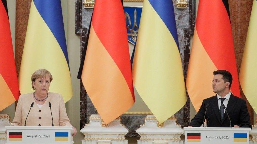 Встречать ваэропорту канцлера неприбыл даже мэр Киева Виталий Кличко.