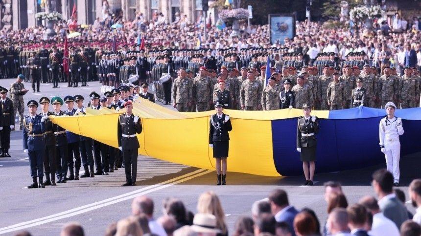 Например, напараде Владимир Зеленский назвал свою страну победителем нацизма итутже наградил звездами героев офицеров, воевавших вДонбассе.