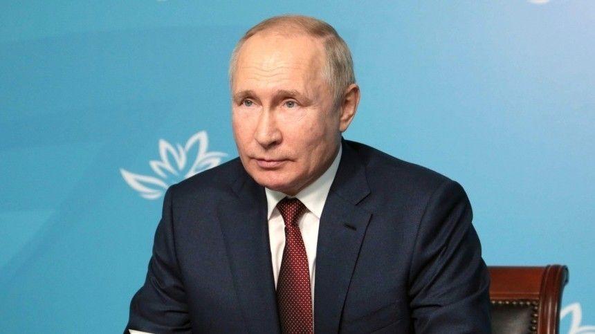 Президент РФкритически высказался обэкономических оппонентах России наВЭФ.
