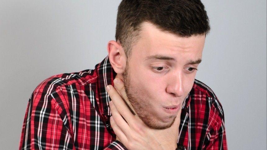 Этот простой, нодейственный прием нужно выполнить максимально быстро, так как при нехватке кислорода человек может вскоре потерять сознание.