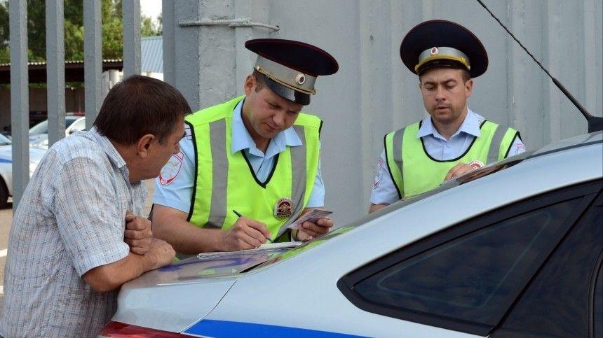 Показать автоинспектору интересующий его документ водители теперь смогут спомощью мобильного приложения «Госуслуги. Авто».
