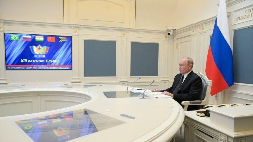 Президент России Владимир Путин принял участие вXIII саммите международной группы БРИКС.