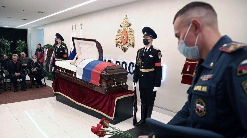 В Москве сотни человек пришли проститься Евгением Зиничевым