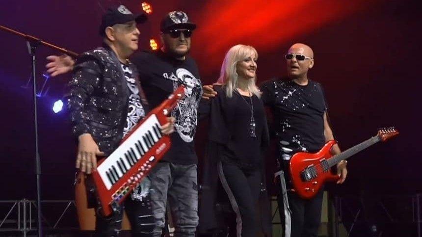 Музыкант Сергей Дубровин исполняет хит «Ах, какая женщина» наконцертах встранах СНГ, неимея наэто право.