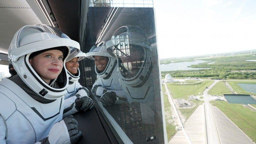Четверо американских непрофессионалов проведут наоколоземной орбите тридня.