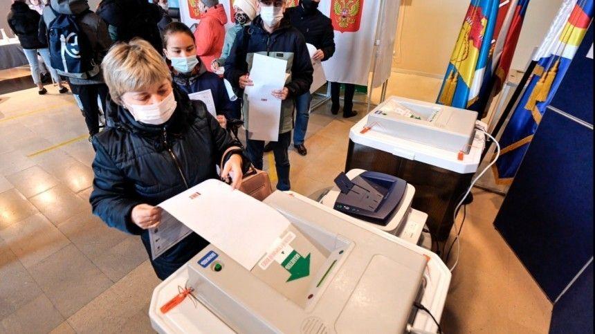 Согласно подсчетам городской избирательной комиссии, вСеверной столице зарегистрировано три миллиона 868 тысяч человек, имеющих право голосовать.