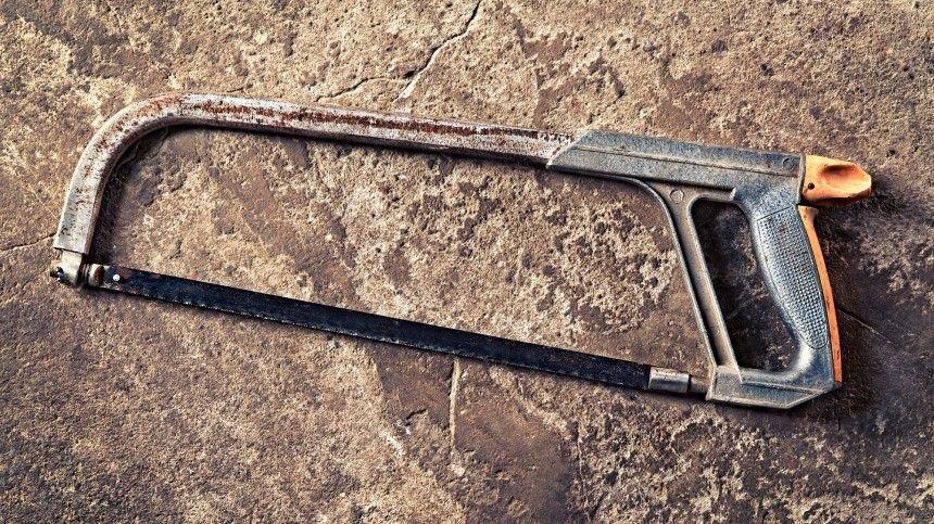 Окровавленные вещи убитого мужчины вмусорном баке случайно обнаружила его супруга.