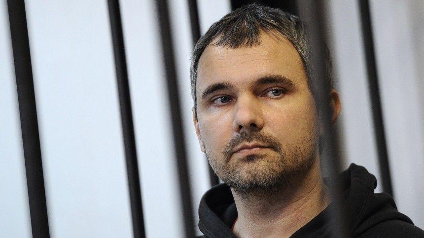 Представляющий интересы потерпевших адвокат Сергей Жорин напомнил, что ранее суд уже выносил решение обусловно-досрочном освобождении преступника.
