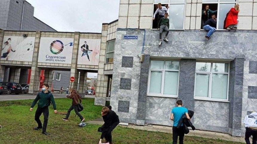 Часть студентов ипреподавателей, попредварительным данным, успели покинуть здание, другие закрылись ваудиториях.