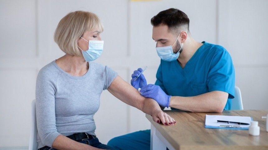 Исследователи выяснили, что только вакцинации недостаточно, чтобы противостоять всем возможным мутациям коронавируса.