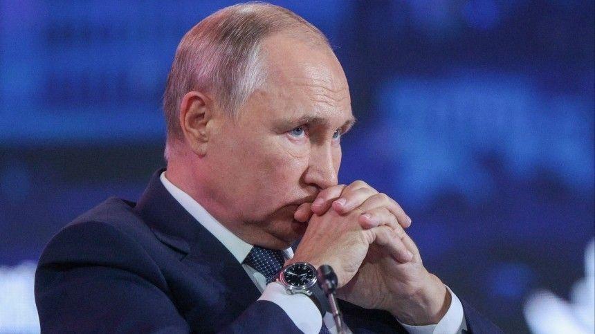 Пословам официального представителя Кремля, главе государства оперативно доложили отрагедии ввузе Перми. Врезультате атаки научебное заведение, восемь человек погибли, десятки пострадали.