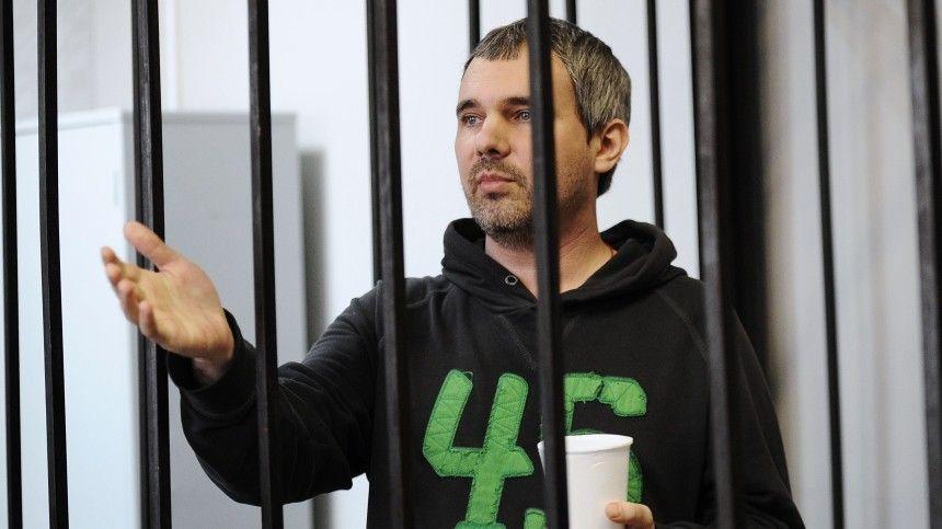 Адвокат потерпевшей стороны уверен, прежнее решение суда освободить убийцу из-под стражи условно-досрочно вызвало возмущение увсех: иуродственников погибшей модели, иуобщественности.