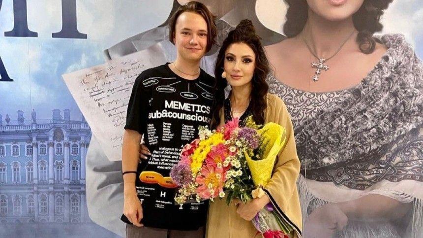 Молодой человек агрессивно объяснил своей матери Светлане Мальковой позицию, почему ненамерен поддерживать сней отношения.
