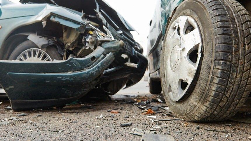 Двое погибли при столкновении фуры и микроавтобуса под Ростовом-на-Дону