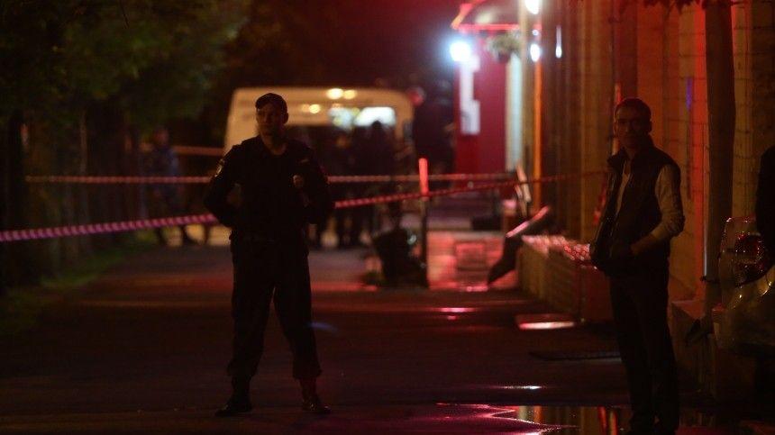 Не менее 30 человек устроили разборки со стрельбой на заправке в Евпатории