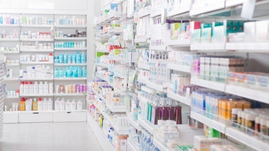 ВМоскве разгорелся фармацевтический скандал после продажи поддельного препарата откоронавируса за177 тысяч рублей. Закупка была контрольной.