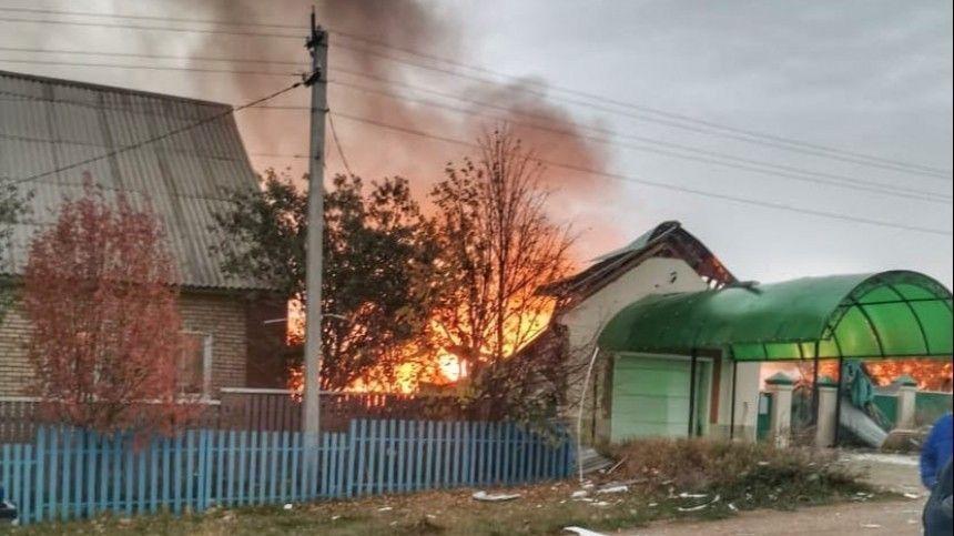 Взрыв газа уничтожил кирпичный дом в Башкортостане, последствия попали на видео