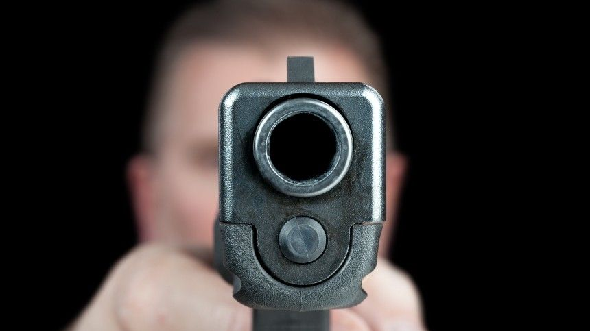 Ранее сообщалось, что открывшего огонь в«Моремолле» мужчину задержали идоставили вотдел полиции.