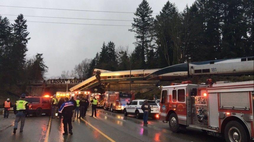 Из-за крупной железнодорожной аварии вамериканском штате Монтана пострадали ипогибли люди. Видео сместа происшествия появились всоцсетях.