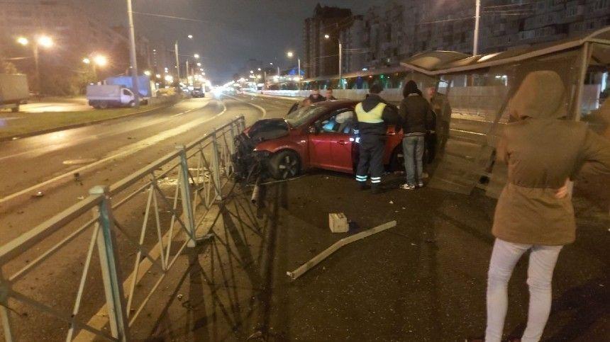Очевидцы опубликовали видео сместа разрушительной аварии.