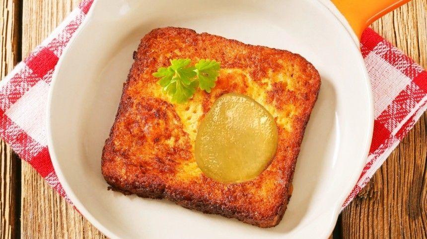 Кулинарный блогер Василий Емельяненко поделился простым рецептом, который поможет разнообразить скучные завтраки.