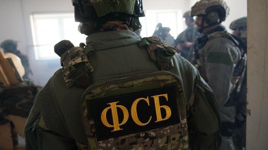 Поинформации следствия, уних обнаружены самодельная бомба, портреты главарей Третьего рейха иБандеры.