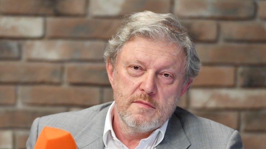 Еще вконце 90-х лидер партии «Яблоко» перенес две операции насердце.