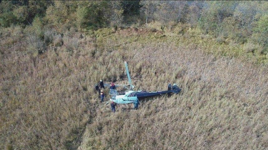Вовремя приземления, винтокрылая машина опрокинулась набок изавалилась.