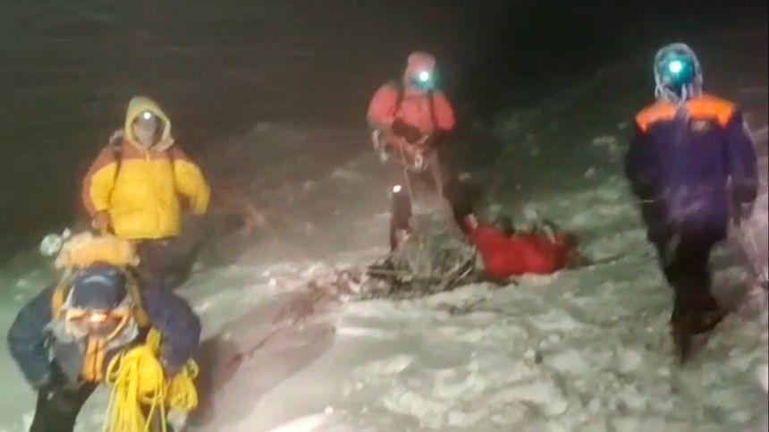 Врезультате опасного подъема насамую высокую точку Европы погибли пятеро, еще 14 альпинистов госпитализированы.