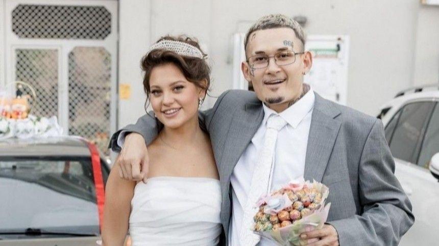 21-летняя инстамодель Дилара Зинатуллина опровергла слухи отом, что живет засчет супруга изаверила, что исама скоро догонит его позаработкам.