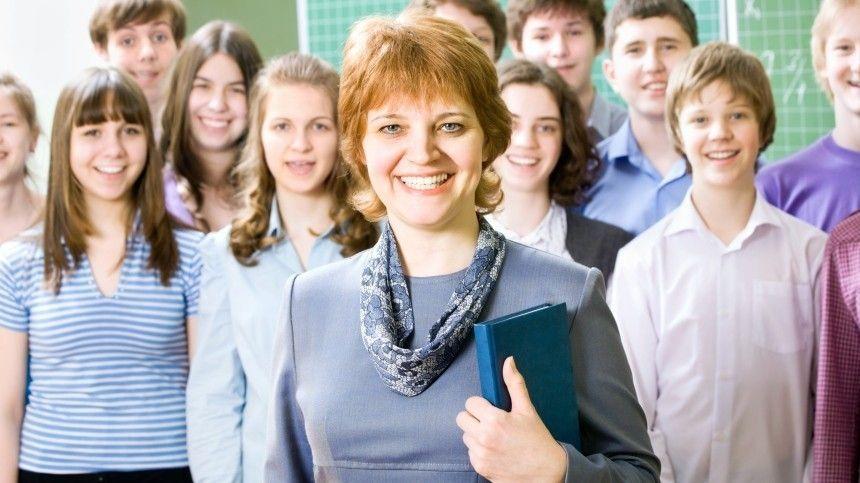 Учителя овациями встретили слова Кравцова об упрощении бумажной работы