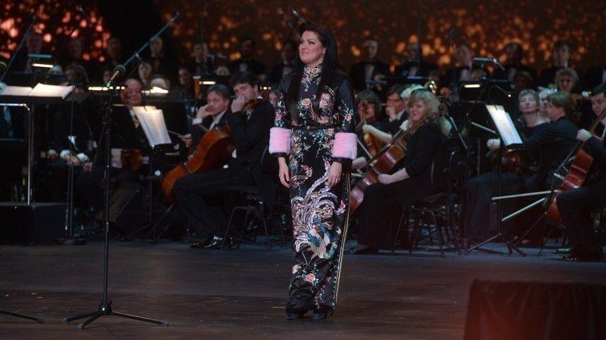 Нетребко отменила концерты вВене из-за мучительной боли исрочной операции