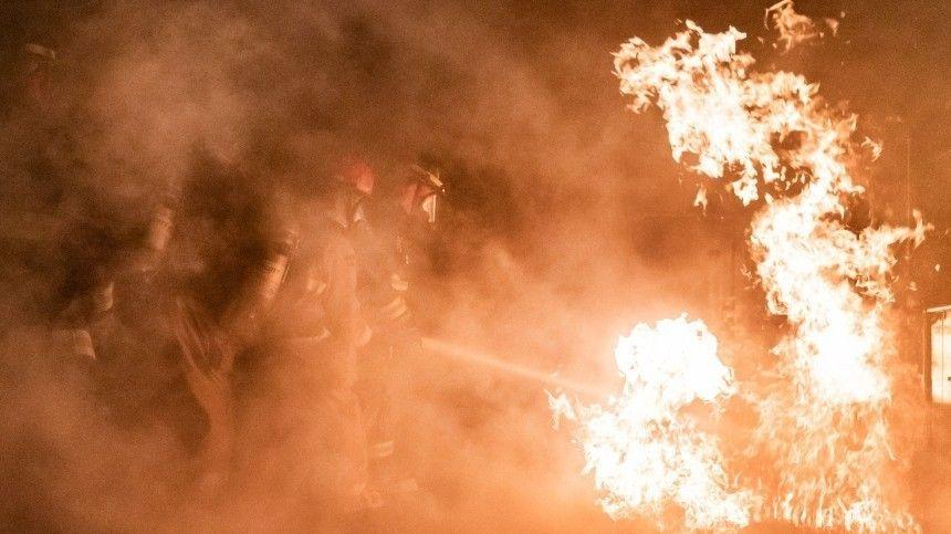 Пожар охватил четыре этажа жилой высотки в Самаре  видео