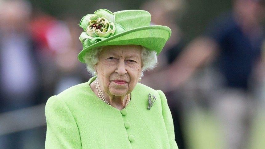 Неделей ранее 95-летняя правительница появилась напублике стростью вруках.