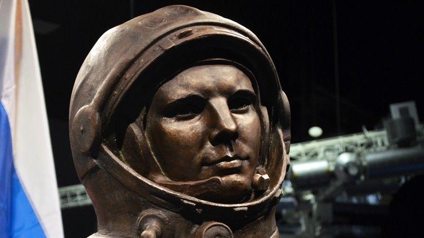 Памятник советского космонавта был подарен Йоханнесбургу международным благотворительным общественным фондом «Диалог культур— Единый мир».