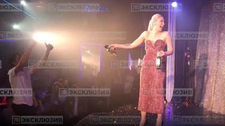 Враспоряжении 5-tv.ru попало эксклюзивное видео свыступлением артистов первого драг-шоу вРоссии. Уустроившей его звезды «Орла ирешки» могут возникнуть проблемы.