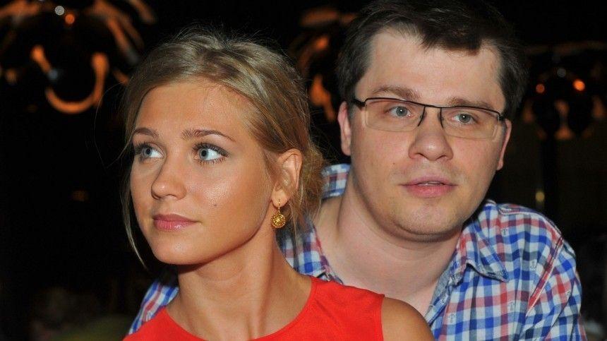 Наюмористическом шоу певица рассказала шоумену, как наладить его непростые отношения сженщинами поимени Кристина.