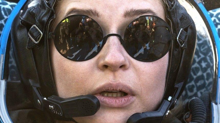 Режиссер иактриса изпервого вмире «киноэкипажа» рассказали одеталях полета наорбиту Земли.