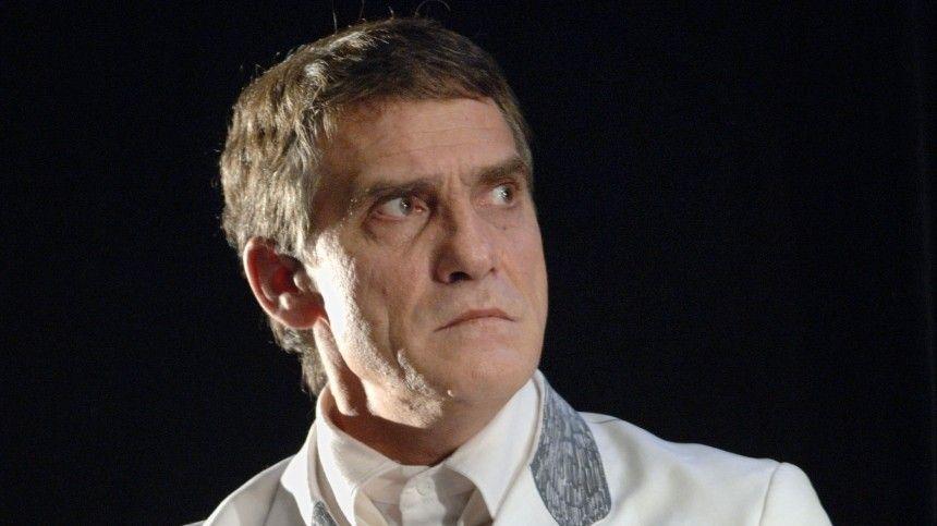 Известный российский актер, народный артист РФнаходится вкритическом состоянии. Ионо ухудшается.