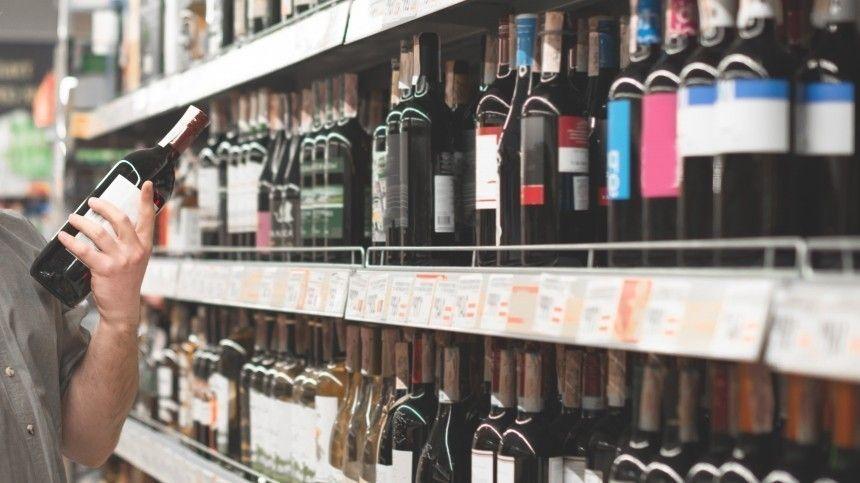 Директора магазина вМурино, который учинил вподсобке самосуд над решившим неплатить заспиртное мужчиной, задержали правоохранители.